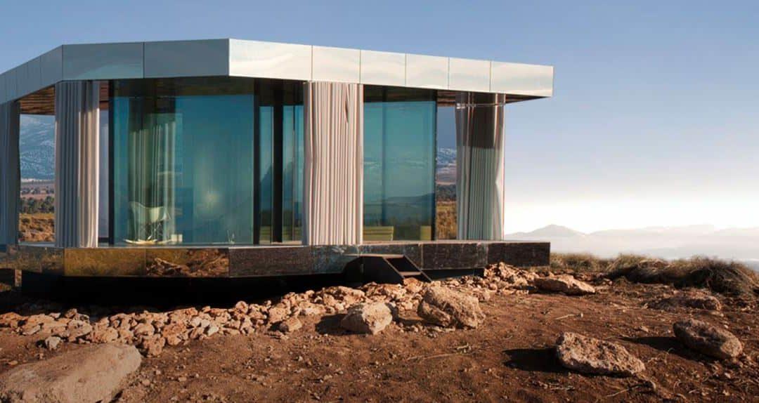 La Casa de Cristal dans le désert de Gorafe : la fusion d'une architecture avant-gardiste, d'un environnement magique et de l'astrotourisme
