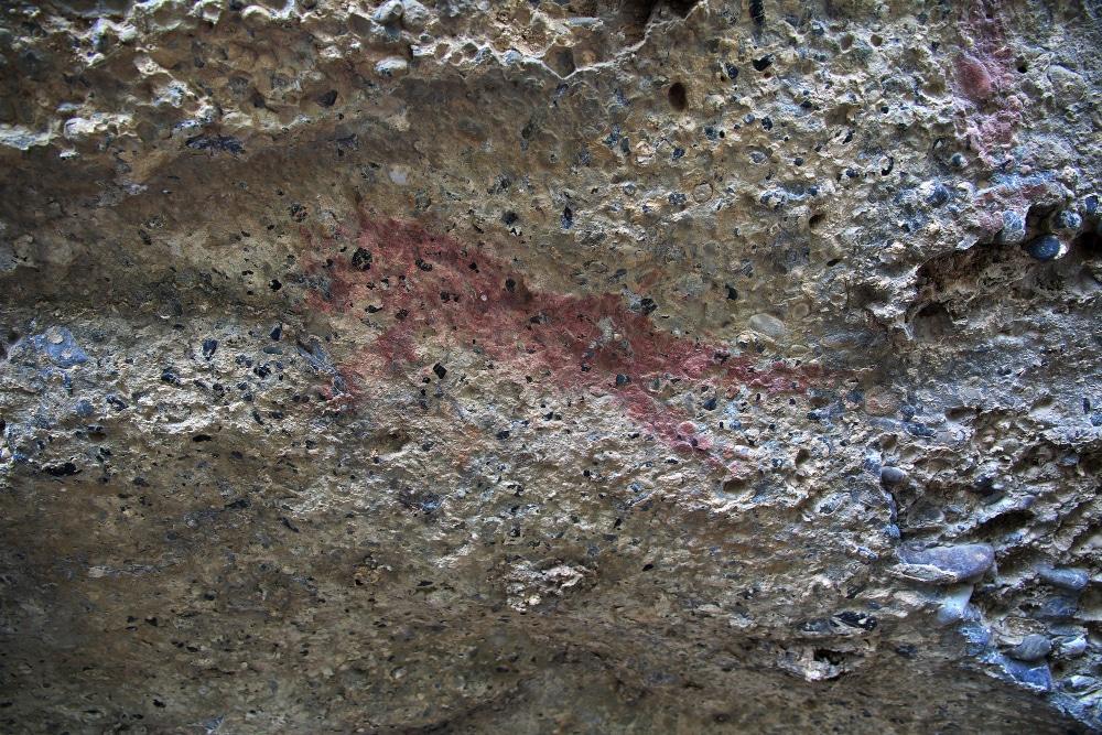 Qué son los petroglifos y dónde puedes verlos en Granada
